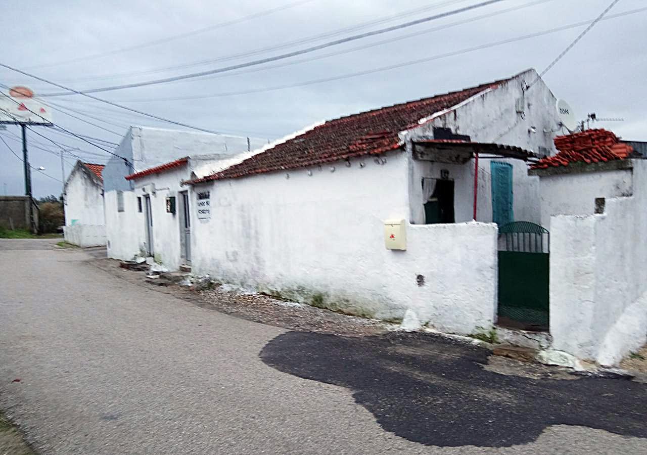 Casa Abarracada Rés-do-chão no Bairro Clarimundo